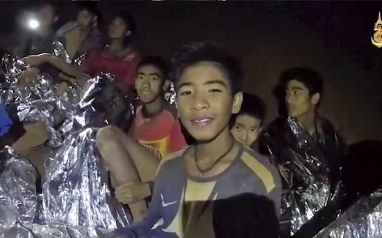 Levélben üzentek szüleiknek a barlangban rekedt thai gyerekek