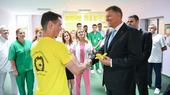 Klaus Johannis meglátogatta a kolozsvári onkológiai intézetet