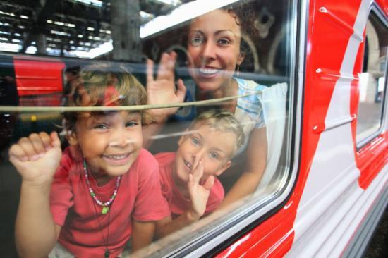 Kiskorúval külföldre: kell a szülői meghatalmazás