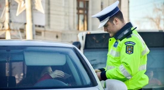 Több mint 400 bevont hajtási jogosítvány, 2,4 millió lej bírság