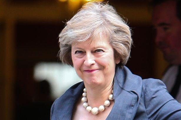 Theresa May: London soha nem fogadná el az ír-északír határ ellenőrzését