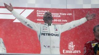Német Nagydíj: Hamilton győzött, Vettel kiesett, a brit vezet az összetettben