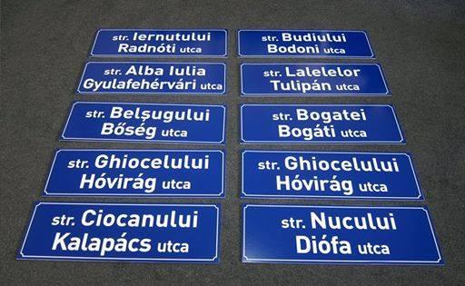 Érvénytelenítette a bíróság a többnyelvű utcanévtáblákról szóló marosvásárhelyi önkormányzati határozatot