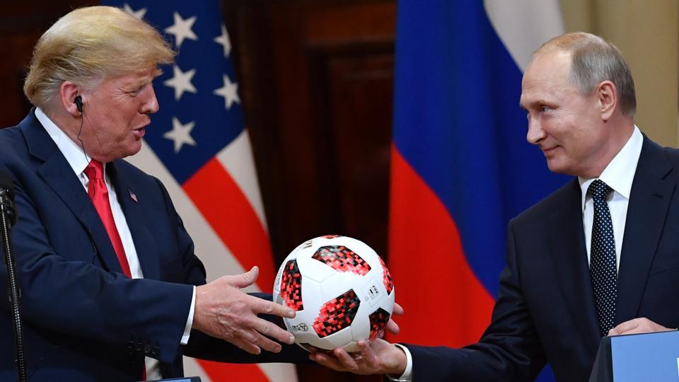 Putyin labdával ajándékozta meg nemrég az amerikai elnököt