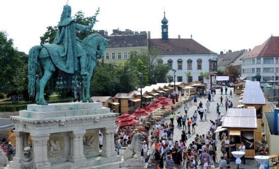Kányádi Sándor előtt tiszteleg a 16. Budavári Könyvünnep