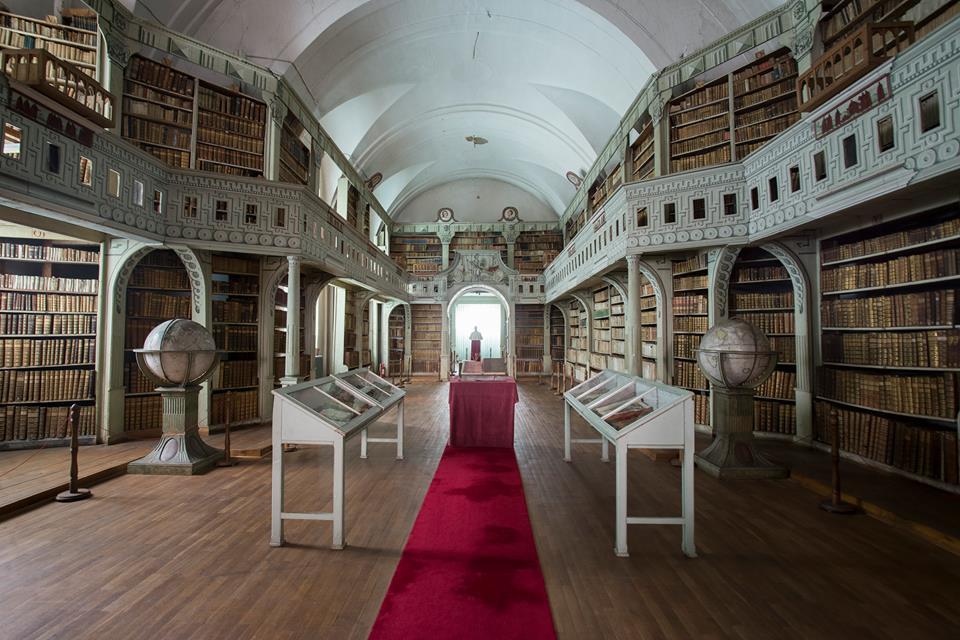 A Batthyáneum könyvtárterme. A római katolikus alapítású ingatlan visszaszolgáltatását elutasították