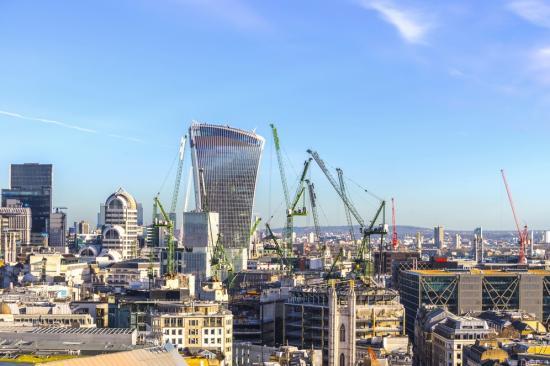 Jót tett a szokatlanul meleg időjárás a brit gazdaságnak