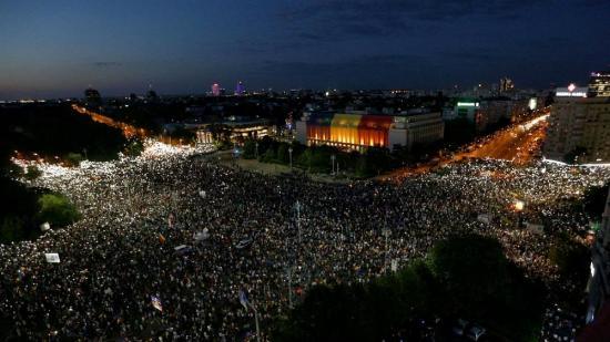 Diaszpóra-tüntetés - a belügyminiszter lemondását követeli az ellenzék