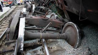 Szakadékba zuhant egy olajat szállító tehervonat öt vagonja