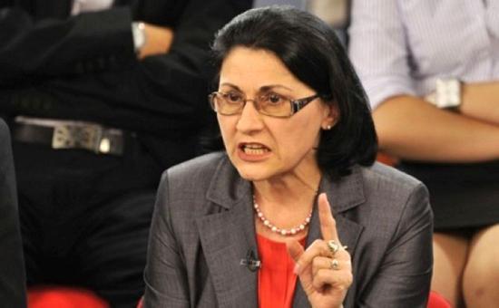 Ecaterina Andronescu: Dragnea, egy lépést hátra!