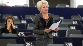 Dăncilă Brüsszelnek panaszkodik: erőszakkal próbálják félreállítani a legitim kormányt