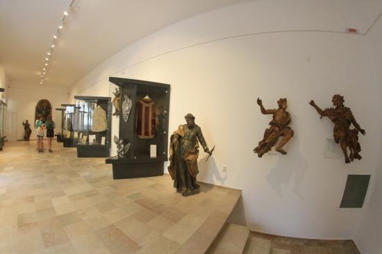Megnyílt az Ars Sacra Claudiopolitana egyházművészeti kiállítás