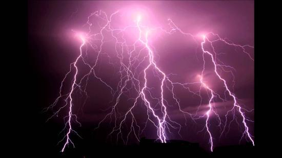 Ma estig maradnak az esőzések és viharok, árvízveszély keddig