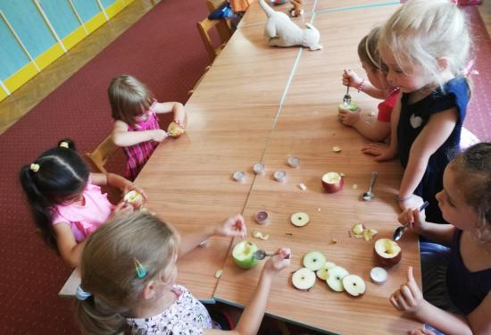 ANYÓ a Györgyfalvi negyedben: alma hét és kísérletek