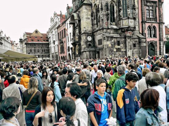 Csehországban a bevándorlásnak köszönhetően nő a lakosság száma – egyre több a román is
