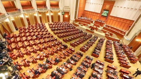 Elbukott a belügyminiszter elleni egyszerű indítvány
