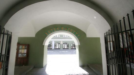 Felavatták a Református Kollégium felújított épületét