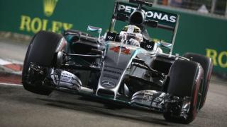 Szingapúri Nagydíj: Hamilton győzött és közelebb került ötödik vb-címéhez