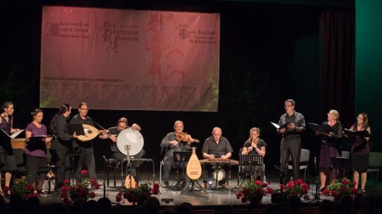 Szűz Máriát dicsőítő táncdallamok világi és egyházzenei ötvözete kolozsvári Barozda koncerten