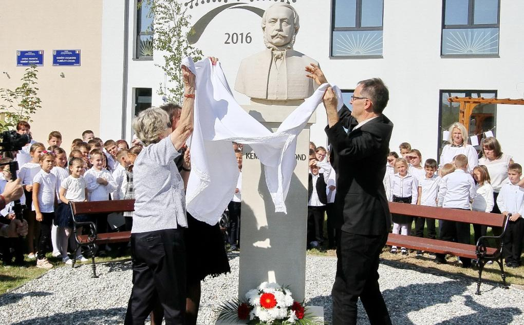 Négy Kemény-leszármazott is részt vett a névadási ünnepségen
