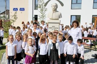 Névadási ünnepség a szamosújvári magyar iskolában