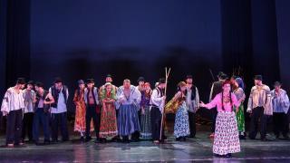 Cigányiász bemutató a román színházban