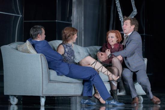 Pénzhatalmi világelit – bemutató a kolozsvári magyar színházban