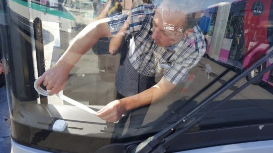 Mobilalkalmazással segítik a látássérültek tömegközlekedését