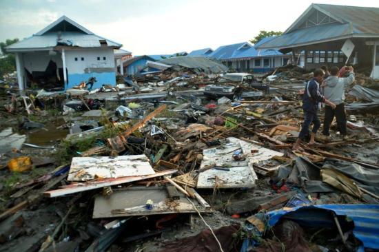 Az EU 1,5 millió euró segélyt juttat az indonéziai földrengés és szökőár sérültjeinek