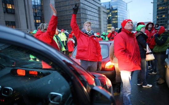 Ismét sztrájkok bénítják Belgiumot a kormány nyugdíjpolitikája miatt