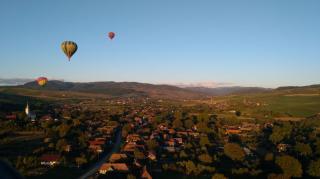VIDEÓRIPORT - Hőlégballon parádé Vármezőn