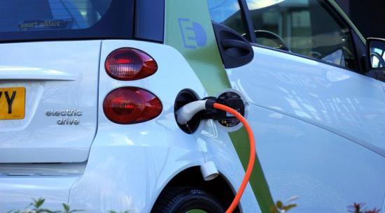 35 százalékkal csökkentenék az új autók szén-dioxid-kibocsátását
