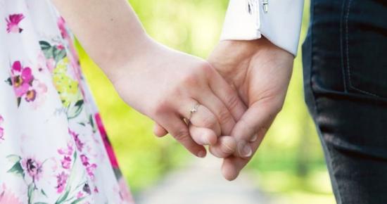 Tervezik a bejegyzett élettársi kapcsolatok szabályozását