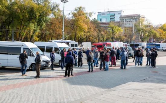 Felfüggesztették a sztrájkot a fuvarozók