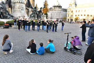 Jubileumi flashmob: öt éve lépett fel először a jelölőkórus