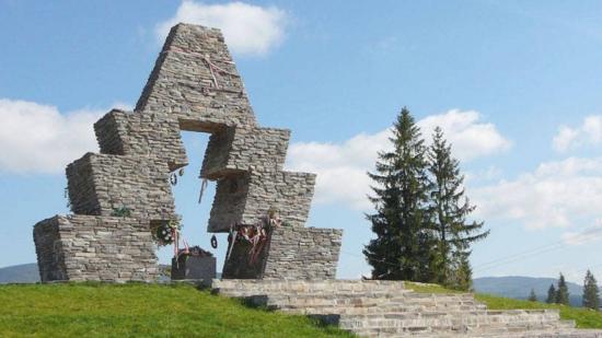 Magyar turisták hétvégén ne látogassák a vereckei honfoglalási emlékművet