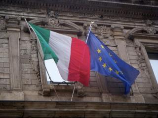 Negatívra rontotta Olaszország államadós-osztályzatának kilátását a Standard & Poor's