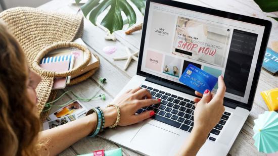 Egyre nagyobb teret hódít az internetes vásárlás