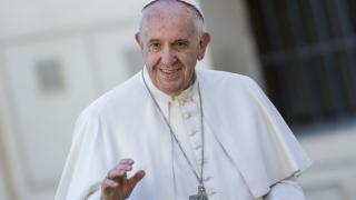 Jön a pápa