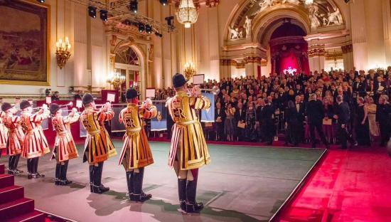 Születésnapi ünnepség a Buckingham-palotában - Gróf Kálnoky Tibor is köszöntötte Károly herceget