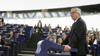 A Fidesz írásbeli kérdéssel fordul Jean-Claude Junckerhez a migránskártyák miatt