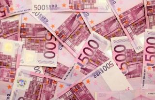 Egy nő több mint 11 ezer eurót küldött egy férfinak, akit az egyik közösségi portálon ismert meg
