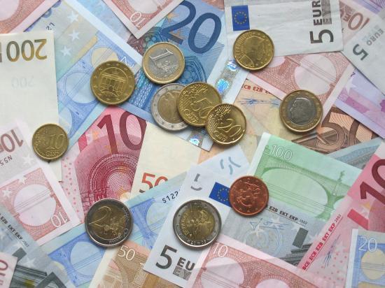 Az elmúlt két hónap minimumára csökkent az euró árfolyama