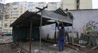 Bontják a garázsokat a Kalányos utcában