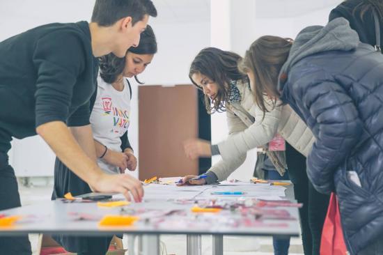 Okospark, tanulóapp, tisztálkodási központok: kolozsvári középiskolások mutatták be innovatív ötleteiket