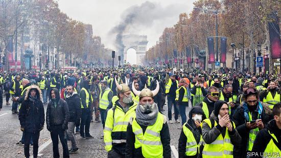 Szakértő: Franciaországban a középosztály elégedetlensége okozza a tüntetéseket