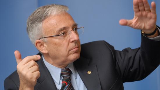Isărescu: Románia gazdasága egyáltalán nem akar összeomlani