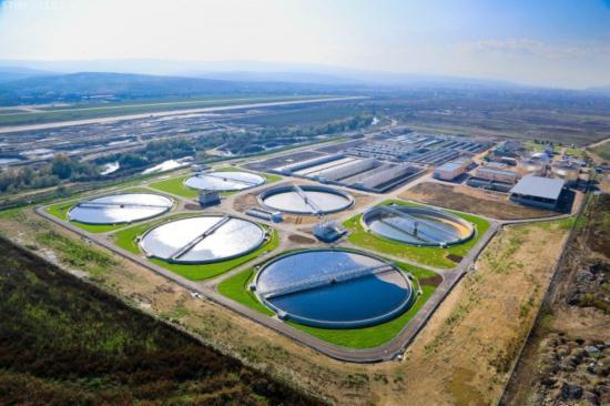 Nagyszabású víz- és szennyvízhálózat fejlesztésbe kezd a megye