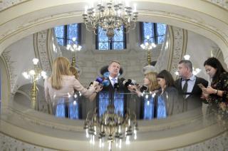 Johannis: Romániának nincs miniszterelnöke, a kormányt egy bűnöző vezeti a háttérből (VIDEÓVAL)