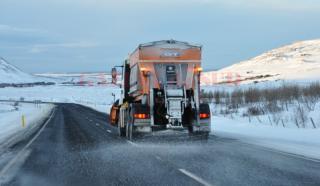 Közel 200 tonna csúszásgátlót szórtak a Kolozs megyei utakra